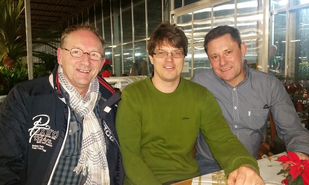 Christin Buba (Mitte) und Vorstand der Gewerbegemeinschaft Groß Glienicke (Steffen Korenz, links und Mario März, rechts)