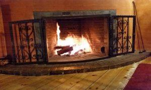 Kaminfeuer drinnen beim Stammtisch bei Klinkes